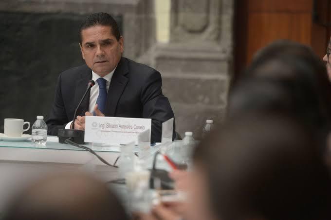 Gobernador de Michoacán amaga con huelga de hambre para resolver tema de educación en la entidad