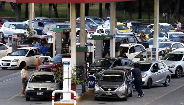 Reflexiones en la fila de la gasolinera