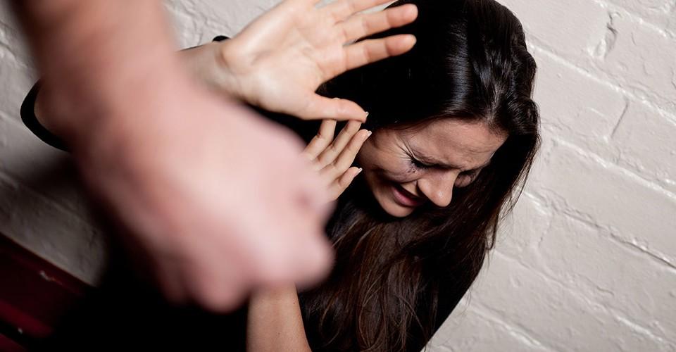 Todo homicidio violento de una mujer, será investigado como feminicidio