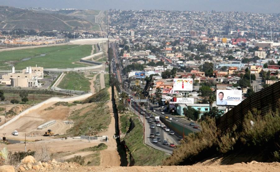 Gobierno de Trump ignora normas de protección ambiental para construir muro fronterizo