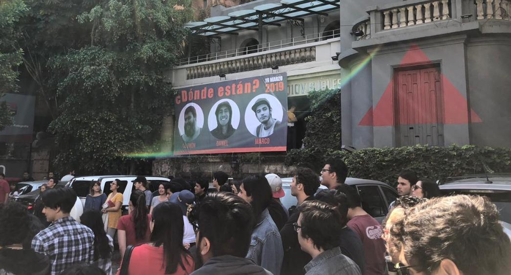 Marchan por desaparición de estudiantes de cine