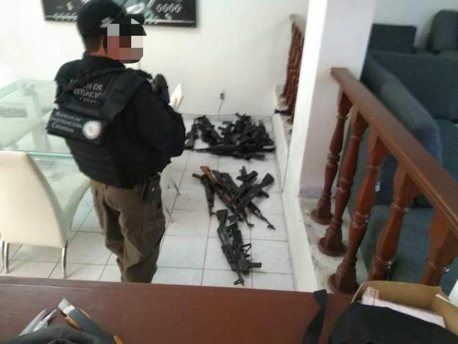 Armas, droga y más de 5 mdp asegurados en vivienda de Zapopan