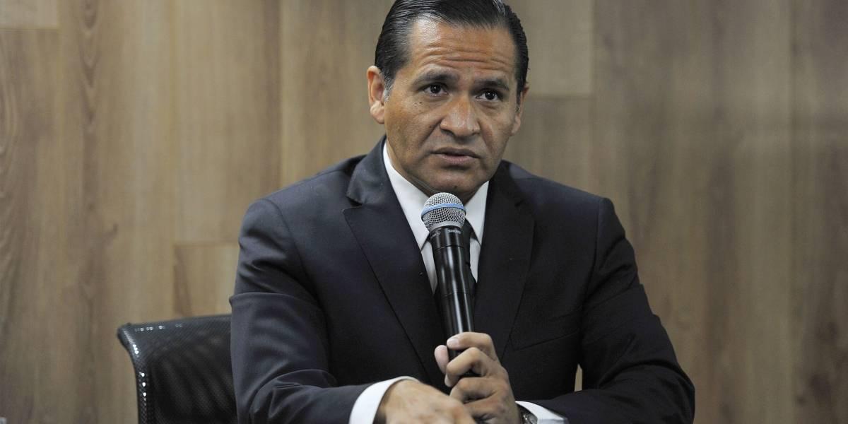 Almaguer renuncia al PRI, tras una militancia de 30 años