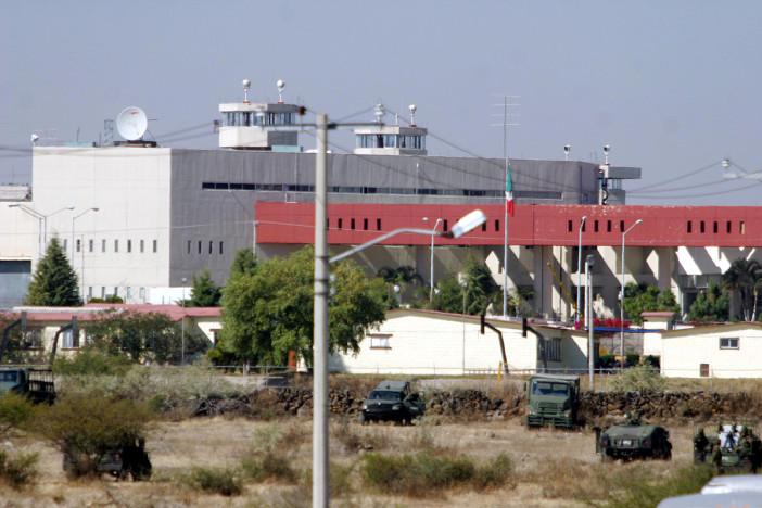 Se suicida custodio al interior de Puente Grande