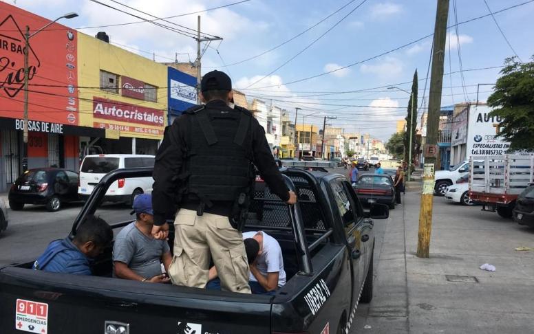 Nuevo operativo en la 5 de Febrero: 21 detenidos