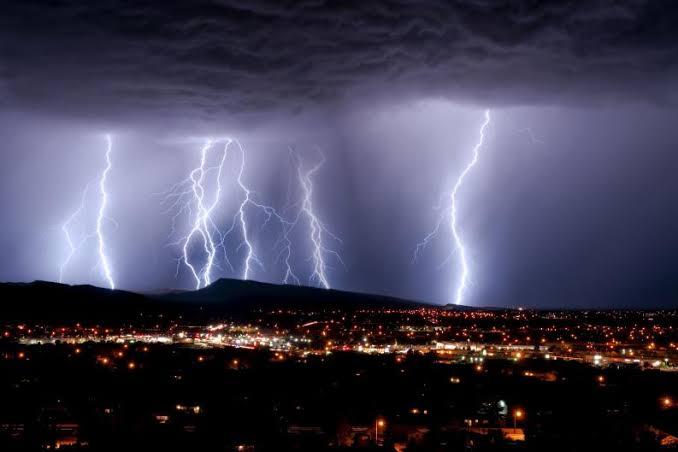Fuertes lluvias no cesan, apuntan los pronósticos
