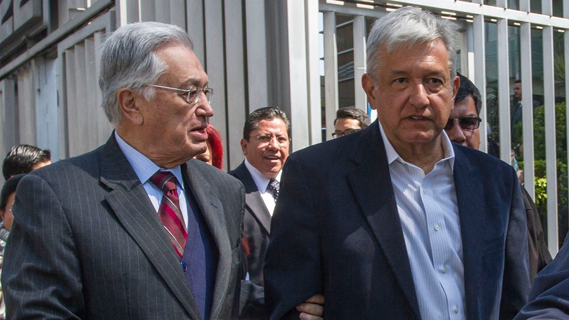 """Es falso que tenga tantas propiedades"", reitera Bartlett junto a López Obrador"