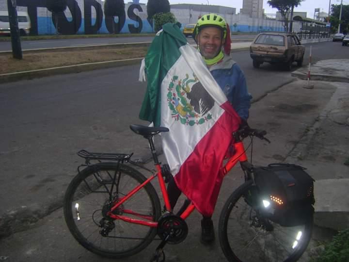 Ciclista jalisciense recorre Latinoamérica en bicicleta