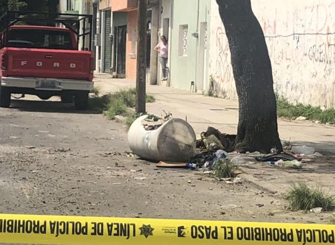 Localizan cadáver en un tambo, en La Perla