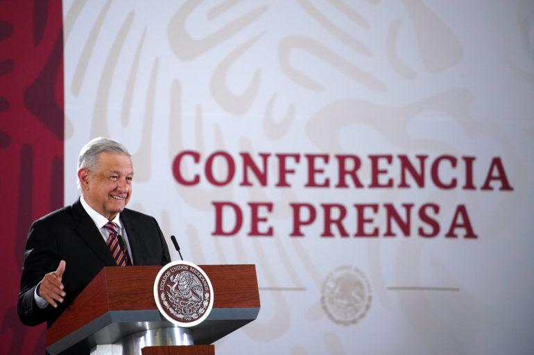 Destaca López Obrador disminución de intereses en deuda externa