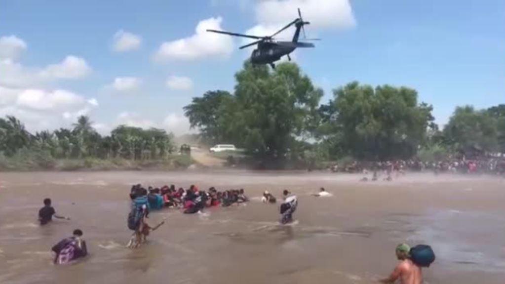 Migrantes buscan cruzar la frontera mexicana sur por el río Suchiate