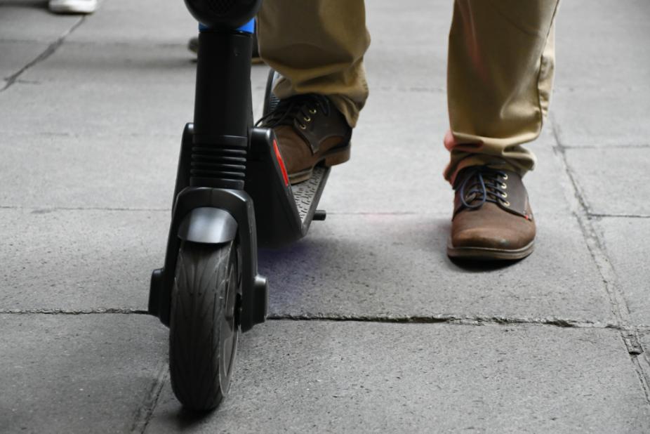 Dos empresas de patines eléctricos se retiran de prueba piloto