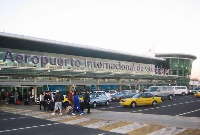 Pide UdeG revisar continuación de vuelos internacionales