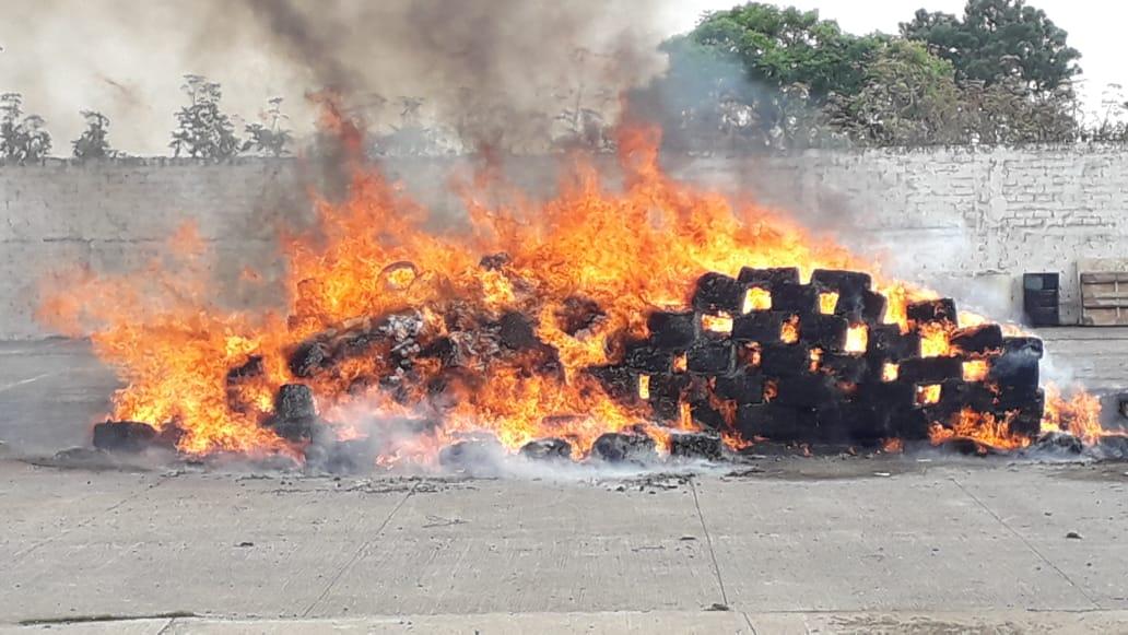 Incinera la FGR más de 4.5 toneladas de droga decomisada en Jalisco