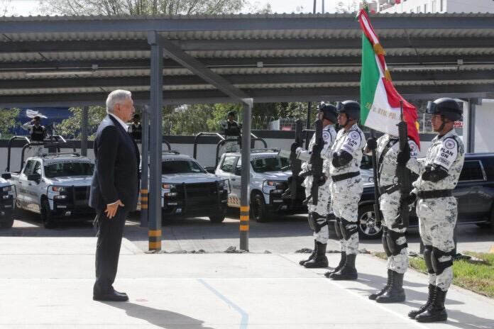 En medio de protestas de indígenas, el presidente Andrés Manuel López Obrador inauguró un cuartel de la Guardia Nacional en Michoacán.